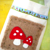 Toadstool tote